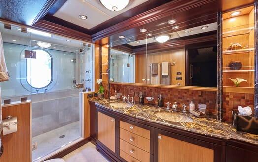 Motor Yacht COCOA BEAN Guest Bathroom