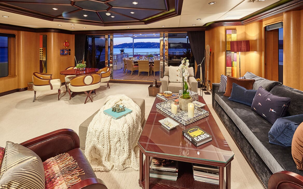 Motor Yacht COCOA BEAN Upper DEck Saloon Seating