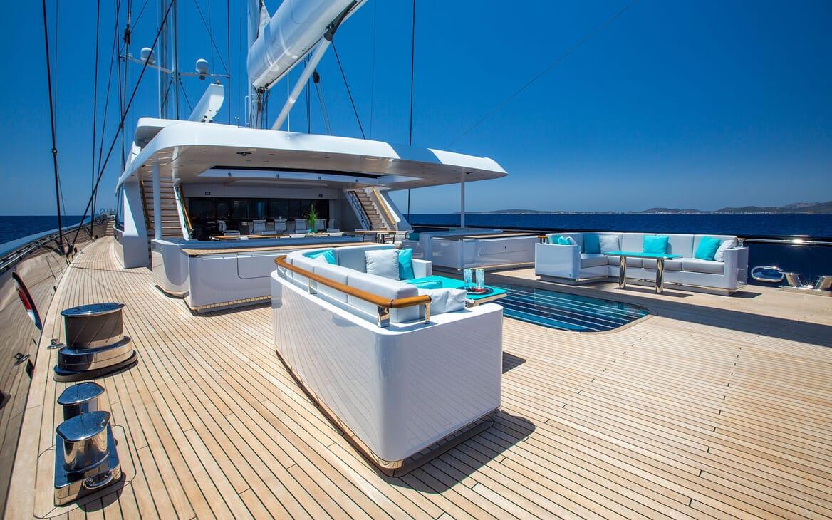 Sailing Yacht AQUIJO Sun Deck