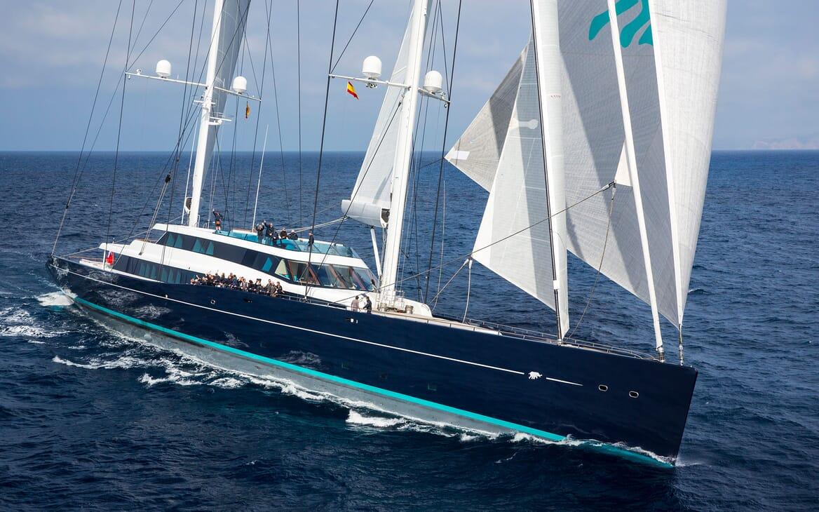 Sailing Yacht AQUIJO Underway