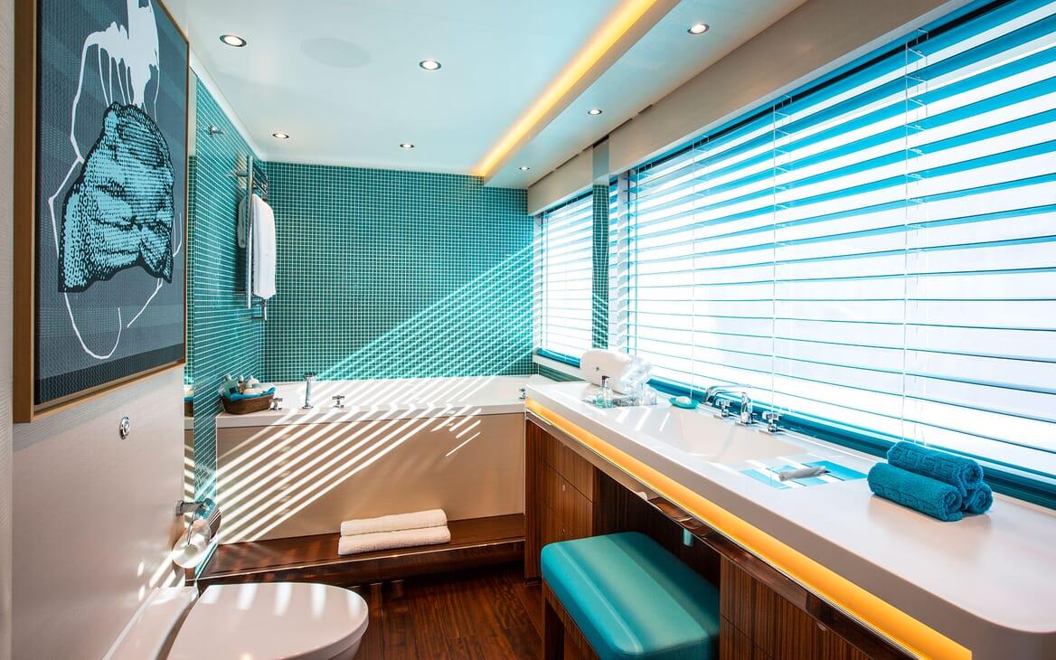Sailing Yacht AQUIJO Guest Bathroom