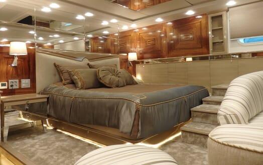 Motor Yaacht Destiny master cabin