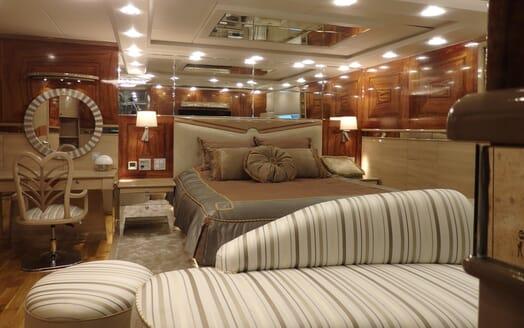 Motor Yaacht Destiny VIP cabin