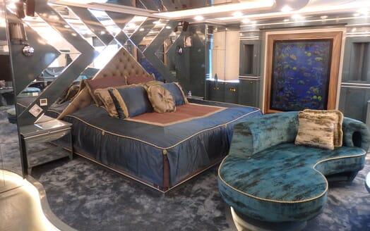 Motor Yaacht Destiny guest cabin