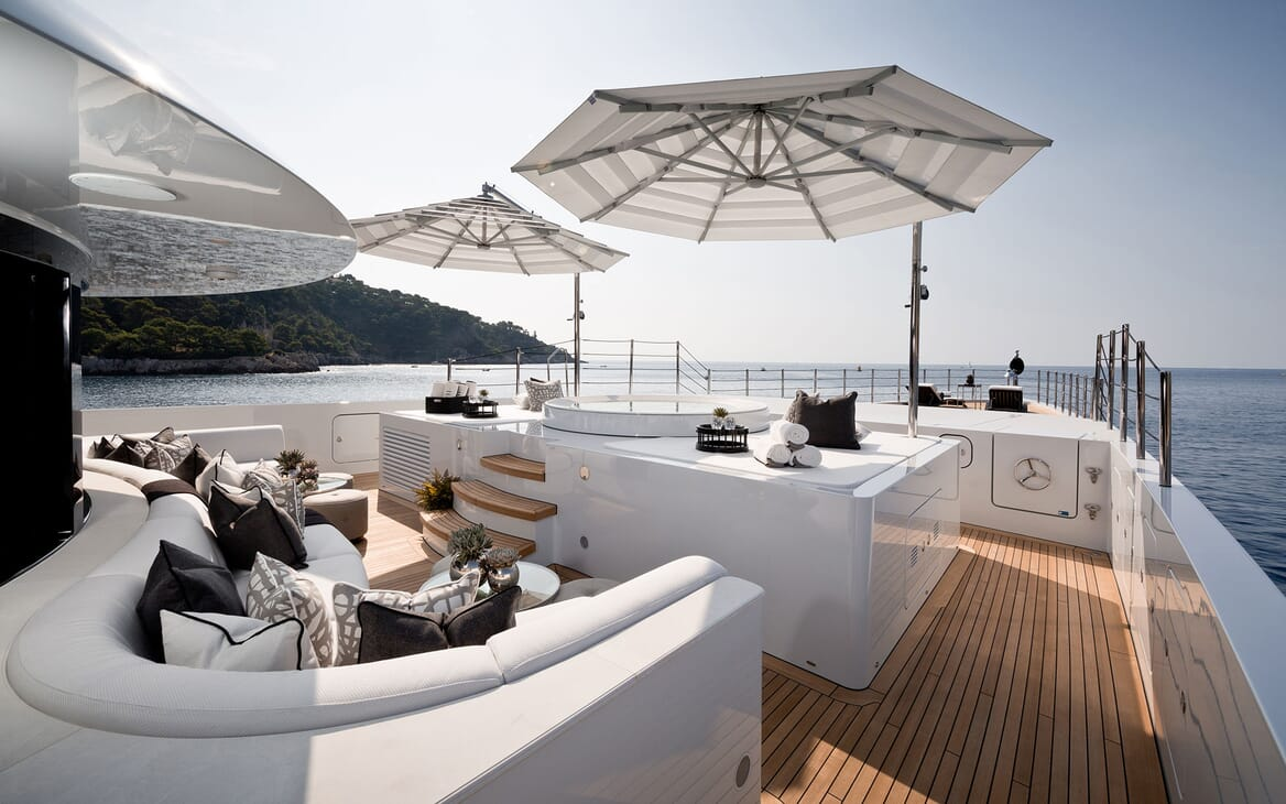 Motor Yacht 11.11 Bow Seating and Jacuzzi