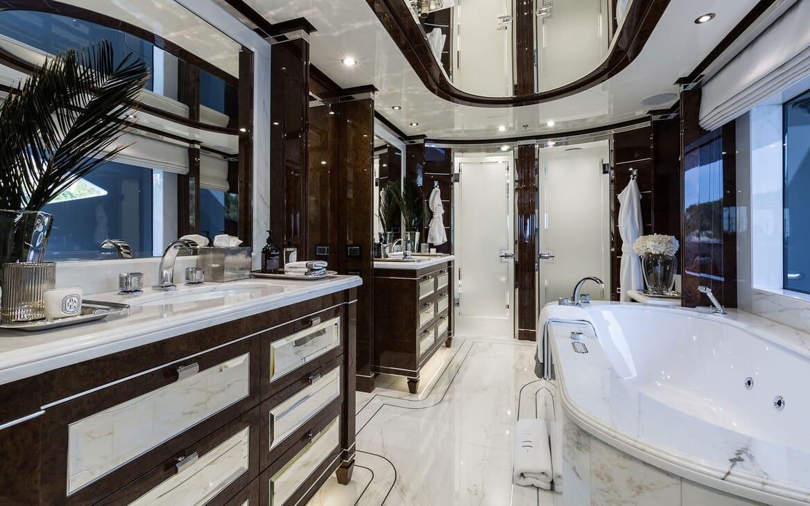 Motor Yacht 11.11 Master Bathroom