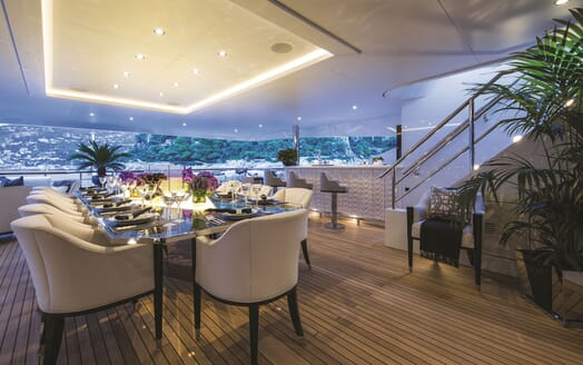 Motor Yacht 11.11 Aft Deck Dining Table