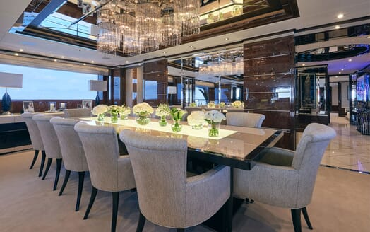 Motor Yacht 11.11 Main Dining Table