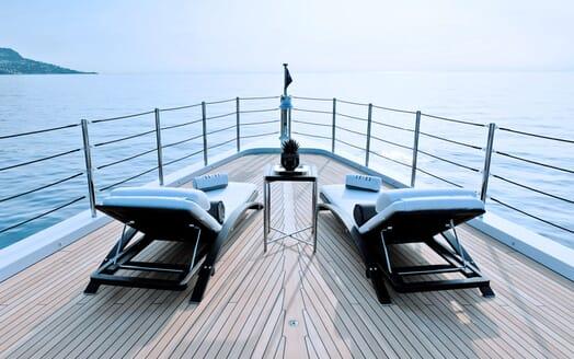 Motor Yacht 11.11 Bow Sun Loungers