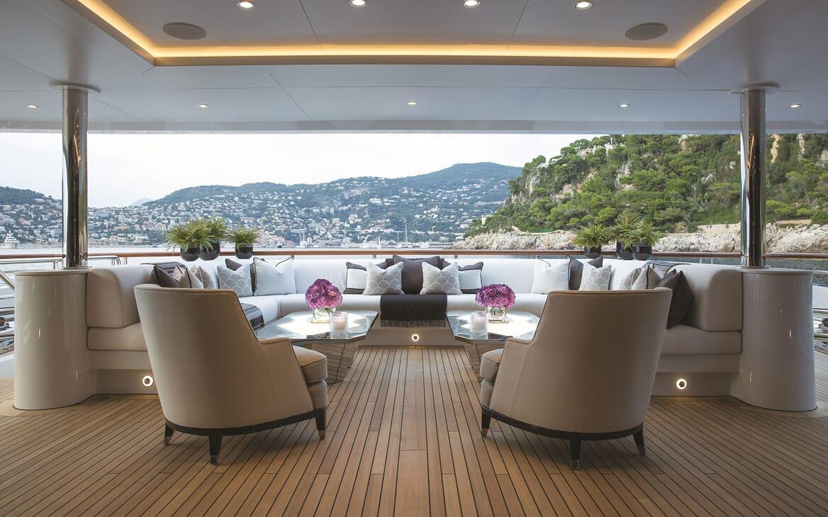 Motor Yacht 11.11 Main Aft Deck Seating