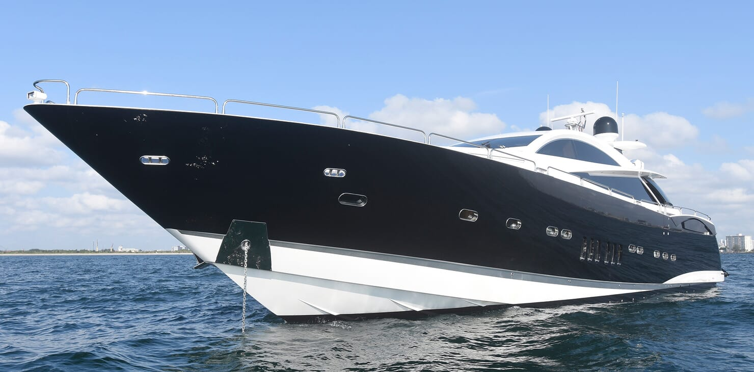 Motor Yacht Double D anchored