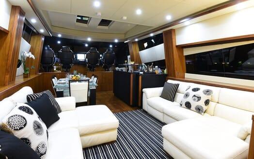 Motor Yacht Double D saloon