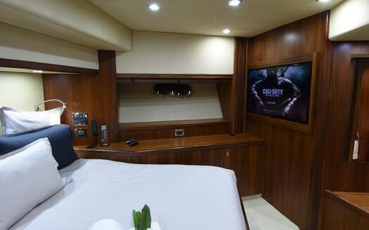 Motor Yacht Double D guest cabin