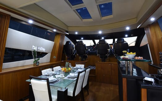 Motor Yacht Double D dining area