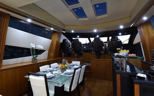Motor Yacht Double D dining area