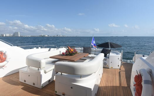 Motor Yacht Double D outdoor seating