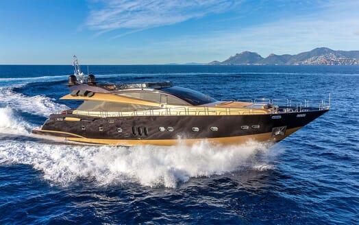 Motor Yacht CLAREMONT Profile Underway