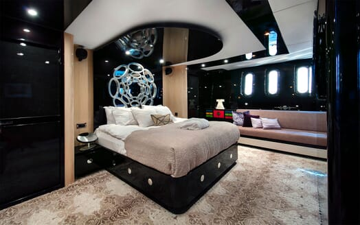 Motor Yacht CLAREMONT Master Stateroom