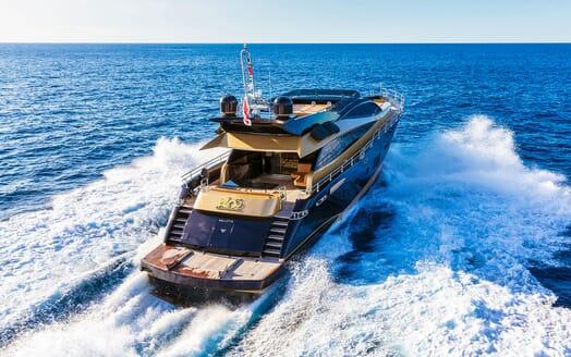Motor Yacht CLAREMONT Aft Underway
