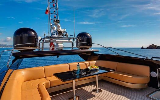 Motor Yacht CLAREMONT Sun Deck Sofas