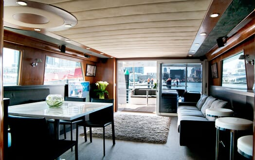 Motor Yacht Pearl living area