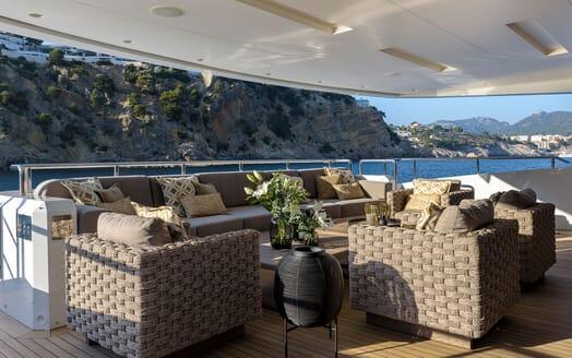 Motor Yacht Mr T office