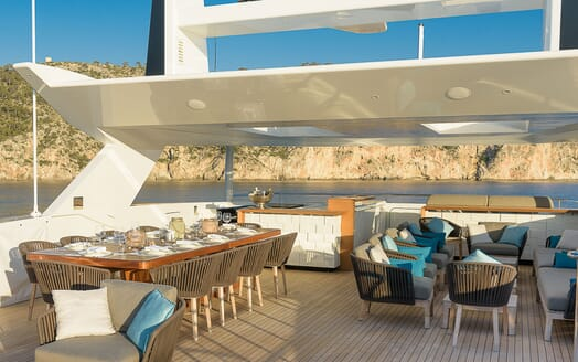 Motor Yacht Mr T sun loungers