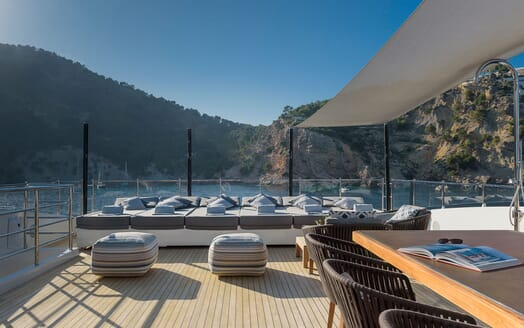 Motor Yacht Mr T foredeck