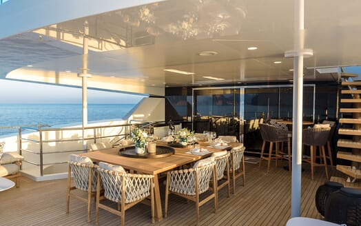 Motor Yacht MR. T Saloon