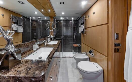 Motor Yacht Lady Cope sundeck