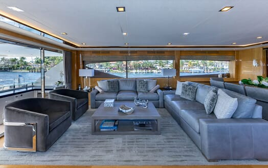 Motor Yacht Lady Cope dining area