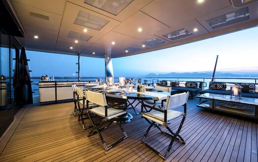 Motor Yacht ELIXIR al fresco dining
