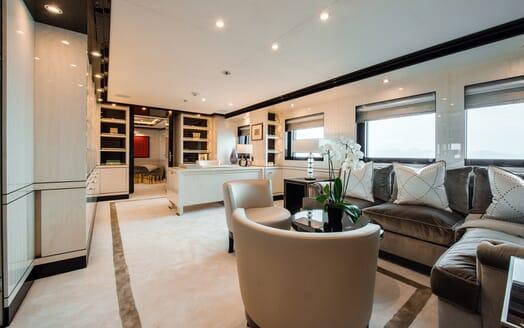 Motor Yacht ELIXIR living area