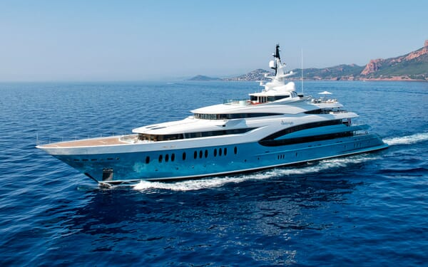 Motor Yacht SUNRAYS Profile Underway