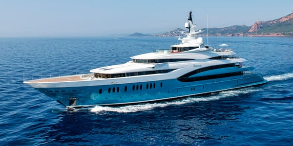 Motor Yacht SUNRAYS Profile Underway