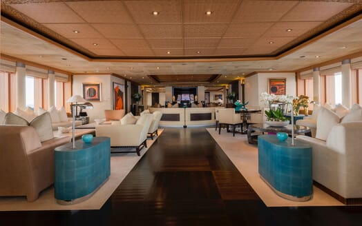 Motor Yacht SUNRAYS Main Deck Saloon