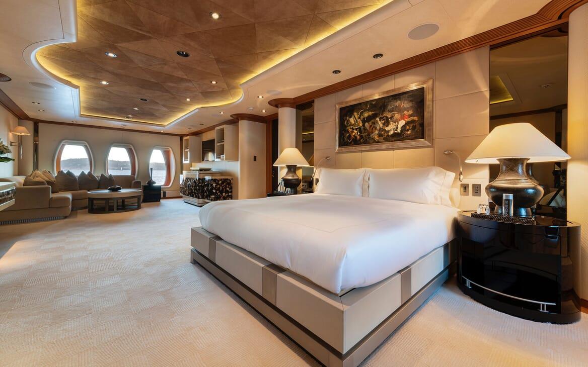 Motor Yacht SUNRAYS Master Stateroom