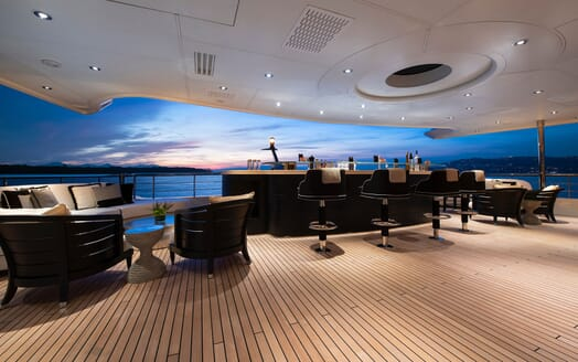 Motor Yacht SUNRAYS Main Deck Aft