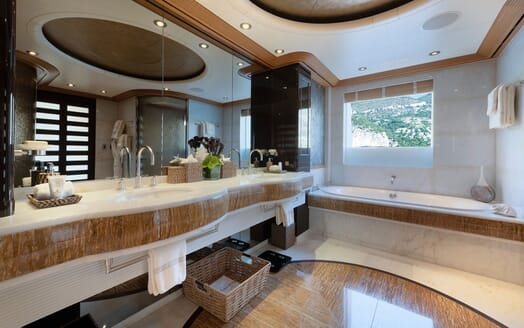 Motor Yacht SUNRAYS Bathroom