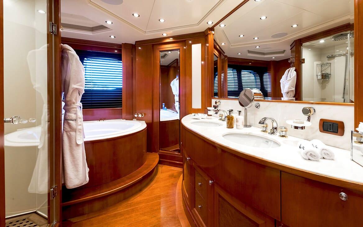 Motor Yacht MY WAY Master Bathroom