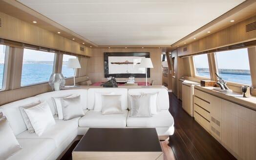Motor Yacht SEVEN C Main Saloon