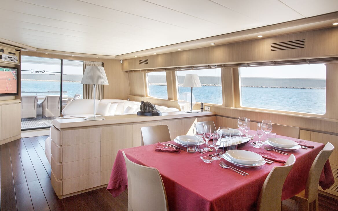 Motor Yacht SEVEN C Dining Table