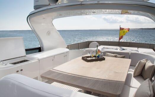 Motor Yacht SEVEN C Sun Deck Drinks