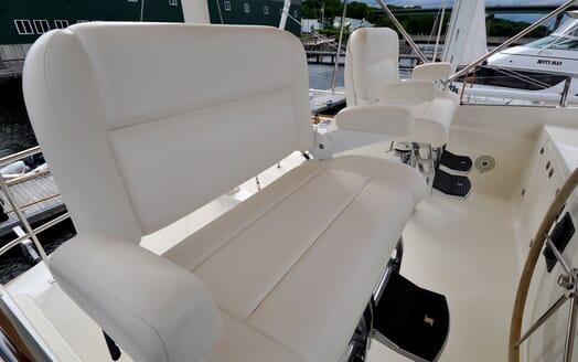 Motor Yacht Chaos controls