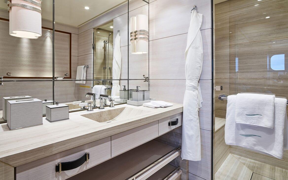 Motor Yacht 63m Amels Master bathroom