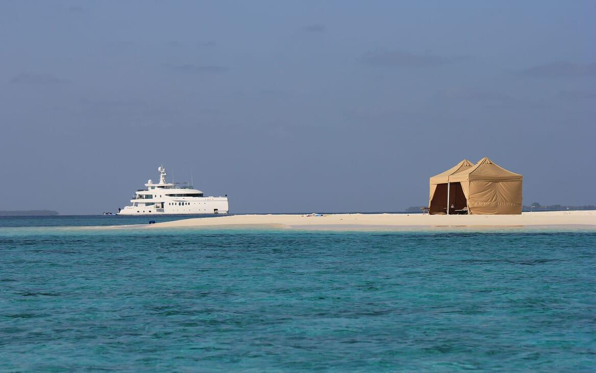 Motor Yacht 63m Amels Beach Set Up