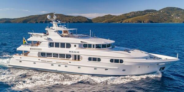 Motor Yacht MAGIC Profile