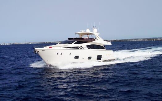 Motor Yacht La Pace running shot