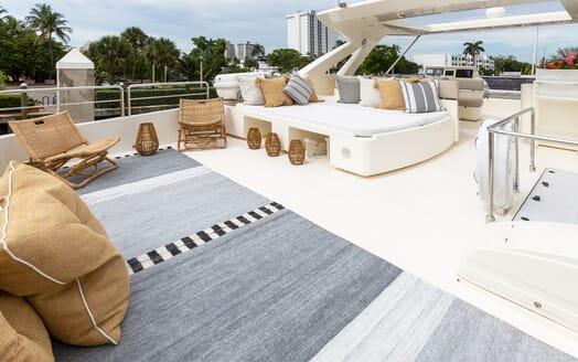 Motor Yacht La Pace sundeck