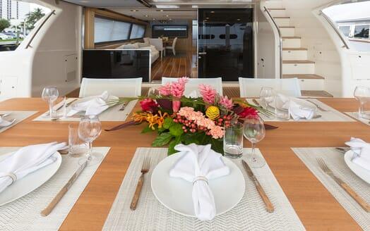 Motor Yacht La Pace al fresco dining